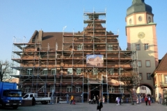 Das eingerüstete Rathaus