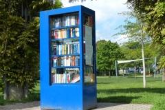 Bücherschrank, Sonnensegel und Hubschrauberlandemöglichkeit im Entensee Park in Ettlingen West